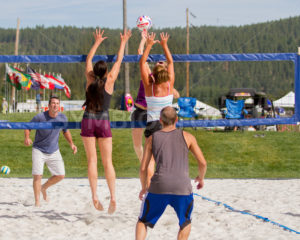CASCADE, IDAHO/USA - JUNE 21, 2014: Teamwork to block the spiek at the Payette River Games - Shot Your show